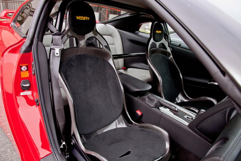 Tillett B1 seats in a Nissan GT-R with rollbar